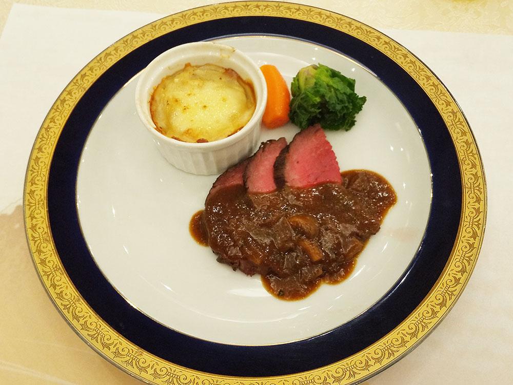 牛ヒレ肉のロースト 木ノ子ソース