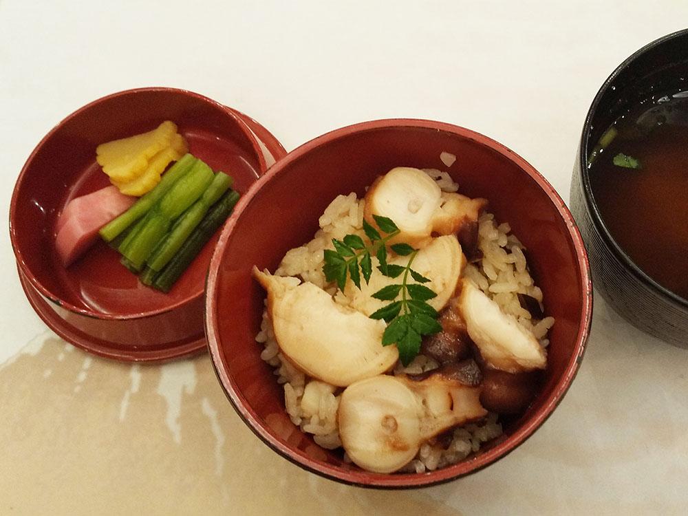 タコ飯 木の芽 赤出汁 青さ海苔・豆腐